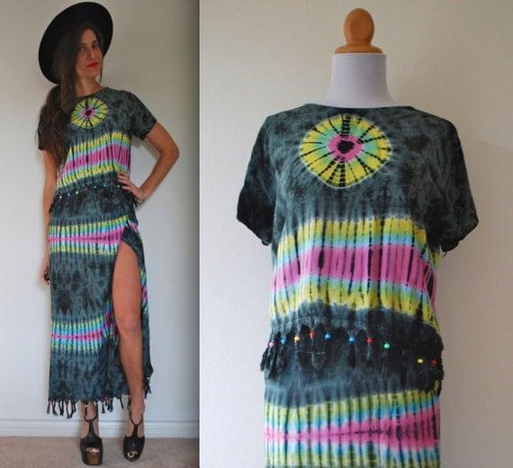 SALE SECTION / 50% off Vintage 80s 90s Tie Dye Batik Crop Top and Wrap Skirt Set