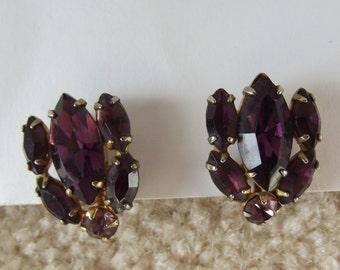 Vintage Jewelry, Rhinestone Earrings, Purple, Lavender, Mid Century, Glass, Screwback