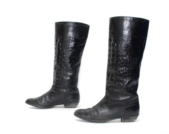 size 9.5 EQUESTRIAN black leather 80s 90s GATOR textured tall RIDING boots