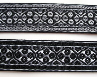 3 yards FOUR WHEELS reversible Jacquard strap in grey, white on black. 1 3/8 inch wide. 975-B