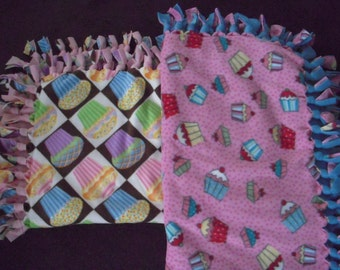 Cupcake NoSew Fleece Blanket