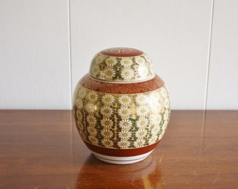 Vintage porcelain painted Japanese jar with lid