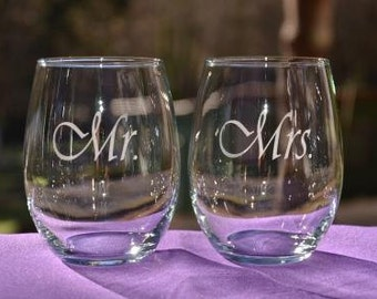 Mr and Mrs Wedding Glasses, Anniversary Gift, Couples Gift, Personalized Engraved Wine Glass/Beverage or Pilsner Glasses