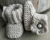 PATTERN ONLY,  Crochet baby girl boots PATTERN, cuff boot with flower in sizes newborn to 12 months