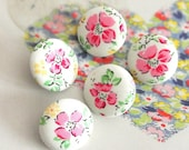 Handmade Shabby White Red Pink Flower Floral Fabric Covered Button, Red Flower Fridge Magnets, Flat Back Button, 1 Inch 5's