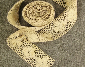 Stunning  BOBBIN  LACE  HANDMADE 5 Yards wide Handcrafted Bobbin linen floss Floral 192 in x 1 3/4 in wide