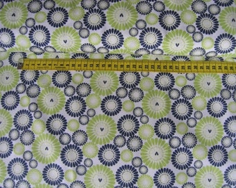 Camelot • Petite Plume • White Blooms • Cotton Fabric 0.54yd (0.5m) 001965
