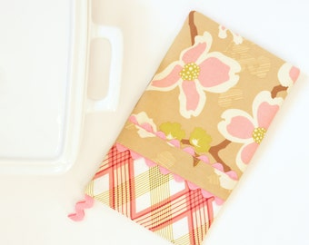Oven Mitt - Hot Pad - Dogwood Bloom in Tan and Pink