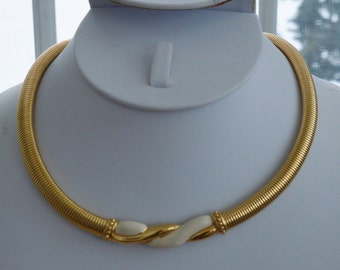 Pretty Vintage Cream Enamel, Gold tone Omega Necklace, 17""