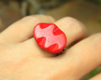 Howlite Red Ring. Size 5.25, Red Curved Oval Howlite Bead Ring, Dark Red Rustic Big Ring, Red Ring Accessory, Red Fashion, Jewelry Rings
