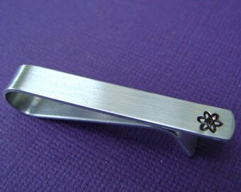 Atom Tie Clip // Atom Tie Bar // Atomic Symbol // Chemistry // Physics // Science // Personalized // Gift for Him // Groomsmen Gift // Dad