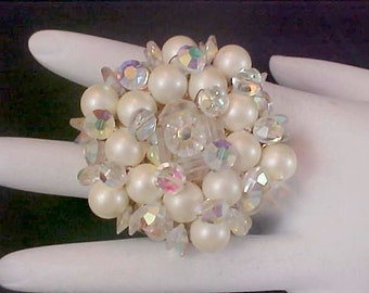 Fabulous Unsigned KRAMER Crystals & Simulated Pearl Dimensional Brooch