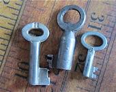 Skeleton Keys - Vintage Antique keys-  Barrel keys- Steampunk - Altered art D95