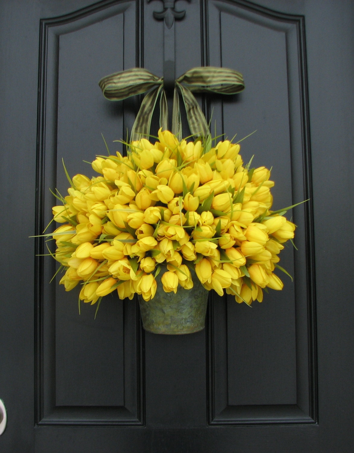 spring tulips yellow tulips easter tulips shabby chic. Black Bedroom Furniture Sets. Home Design Ideas