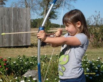 bow age 3-8, 5 ex arrows