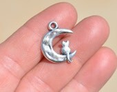 10  Silver Cat Sitting on the Moon Charms SC1265