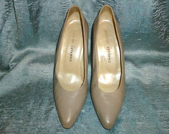 Vintage 90's - Charles Jourdan Paris - Leather - Taupe - Beige - High Heel - Pump Shoes - Marked size 9 Medium