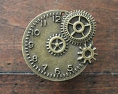 Steampunk Clock Drawer Knobs / Cabinet Knobs with Gears in Brass (MK123)
