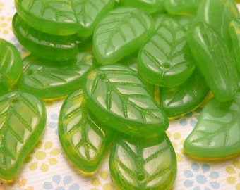 Green Glass Leaf Beads 19x9mm - 20pc
