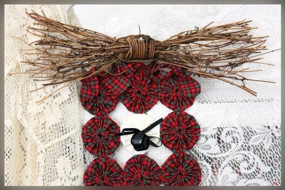 Grapevine Bow Topper, Tartan Red Plaid Holiday Christmas Homespun Yo Yo Door Wall Hanging with Bells - FREE SHIPPING