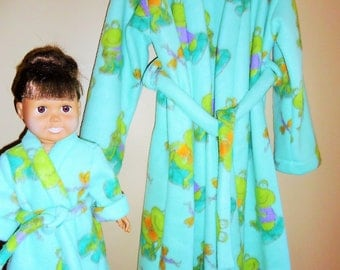 Girls size 6 fleece bathrobe in frog print with matching doll robe