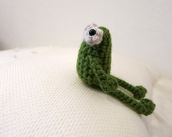 MADE to ORDER - Amigurumi Sitting Frog - crochet frog prince, amigurumi plush, crochet animal toy, amigurumi frog softie