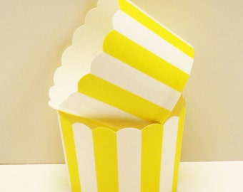 Cupcake Baking Cups, 20 Yellow Vertical Stripe Candy / Nut Cup, Wedding Cupcakes, Baking Cups, Packaging, Baby Shower, Birthday Cupcake Cups