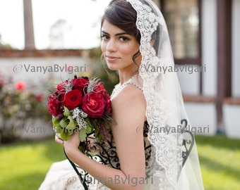 Beaded lace veil in fingertip length  Spanish wedding veil, Classic  bridal veil, Lace veil Mantilla