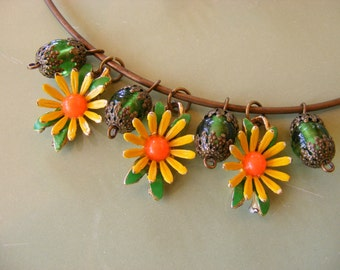 FLOWER Power Vintage Hippie Yellow Daisy Choker and Earring Set