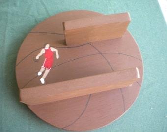 basketball shelf, acrylic painting, basketball player, wooden shelf, sports theme, boy's room, room decor, personalized, pine, wall decor