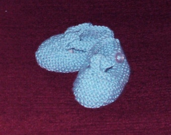 Hand knit baby blue booties for a new baby in a super soft Cashmere, Wool and Nylon