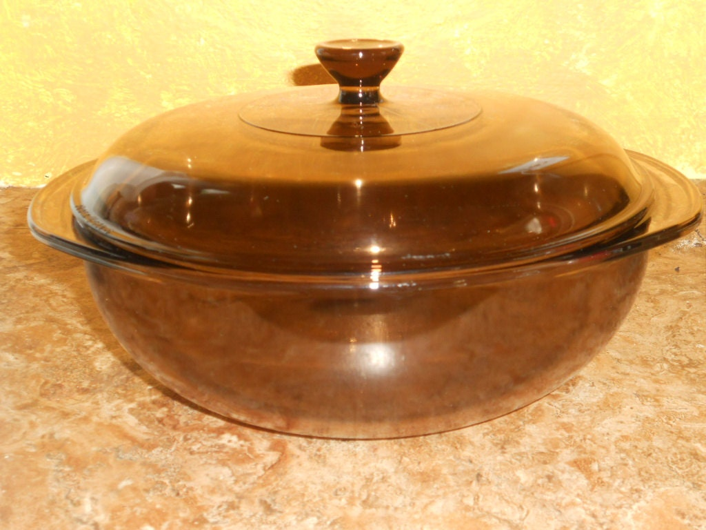 pyrex corning round casserole dish with lid brown amber. Black Bedroom Furniture Sets. Home Design Ideas