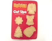 Sale 50% Off Vintage New Old Stock Package of Unused Christmas Cookie Cutters, Set of 5 Hutzler Holiday Cut-Ups A3