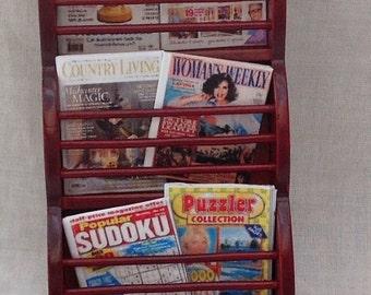 DOLLS House Miniatures - 1/12th Magazine Rack and Magazines