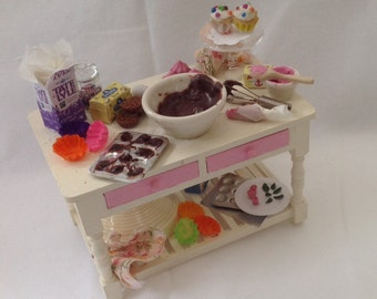 """DOLLS HOUSE MINIATURES - 1/12th """"Cup  Cakes """" Preparation Table"""
