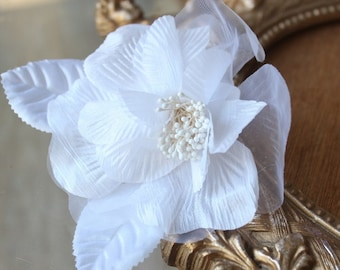 Cute organza  flower  with back pin  1  pieces listing