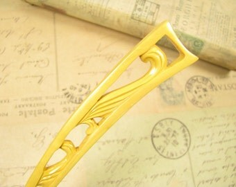 Boxwood Curved Hair Stick - Crescent Moon