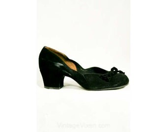 Late 1930s Chic Black Suede Pumps - Size 4.5 - Shoes - Pumps - Deadstock - Fall - Authentic - Scalloped Sides - Kitten Heel - Bows - 40316-1