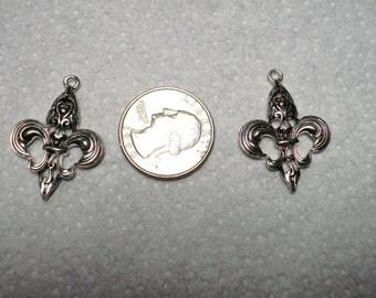 metal fleur de lis charms, set of 2