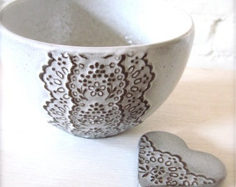 Handmade Vanilla Chocolate Ceramic Lace Bowl with Heart Lace Cutlery Rest Set-Hideminy Lace Series