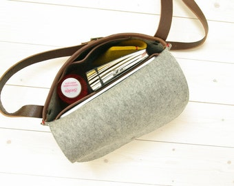 FELT MESSENGER bag in grey gray. Small. Buffalo leather, wool - Ipad bag - initials, monogram. Mensbag with leather details.