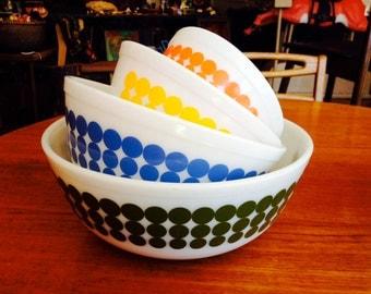 SALE! Vintage Pyrex New Dot Mixing Bowl Set