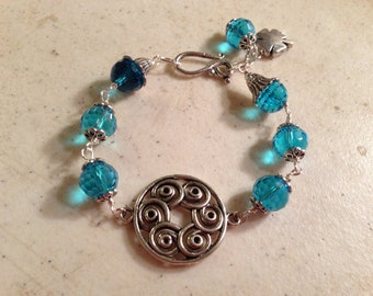 Teal Bracelet - Silver Jewelry - Crystal Jewellery - Mod - Clover Charm - Wire Wrapped