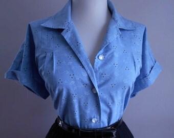Vintage Light Blue Cotton 1950s 1960s Atomic Floral Print Button Down Short Sleeve Blouse