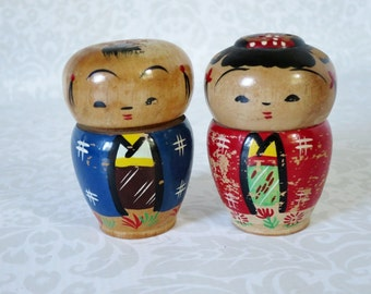 Teak Wood Salt & Pepper Shakers / Mid Century Wood Kokeshi Shakers / Vintage Figural Wood Salt and Pepper