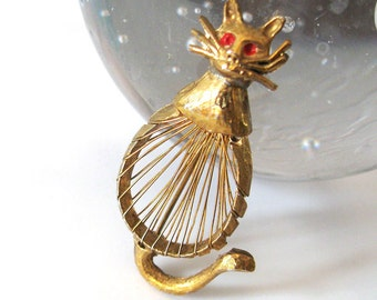Vintage Cat Brooch, Wire Work Body in Gold Tone with Red Eyes, 1960s