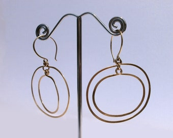 Gold Oval Hoops Double Circle Earring Geometric Jewelry 14k Gold Fill Dangles Mod Jewelry Hammered Wire Jewelry