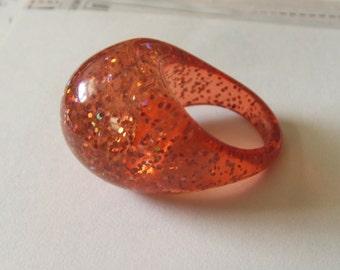 Vintage 70s pink confetti lucite bubble ring
