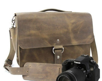 "14"" Distressed Tan Newport Midtown Leather Camera Bag -"
