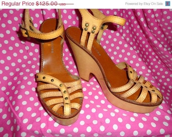 Vintage MARC JACOBS 40's Inspired Wedge Heel Sandals Heels 40.5 Tooled Leather Dress 50s  Size 9.5 10 Rockabilly